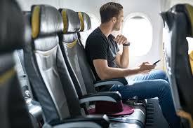 Cosa succede se non si attiva la modalità aereo in volo - Lonely Planet