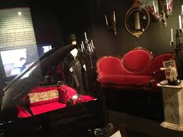 "Elvira on Twitter: ""Elvira Exhibit going on now @HollywoodMuseum ..."
