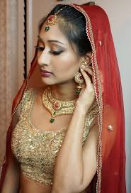 when achieving makeup looks like this its important to keep in mind that the jewelry and outfit have a lot to do with the final look