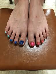指でカラーグラデーションネイル 夏に向けて足元もおしゃれにしてみ