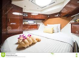 Schlafzimmer Im Luxusboot Stockfoto Bild Von Freizeit 74235926