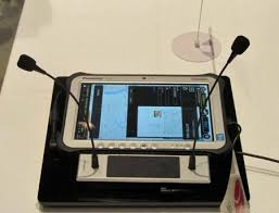 「NICTと富士通が共同開発した医療向け多言語音声翻訳システム(NICT提供)」の画像検索結果