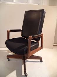 mid century executive desk chair that rolls and swivels the seat height is adjule