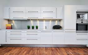 Modern White Kitchen Cabinets Lighting : Stylish Modern White