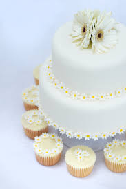 Daisy Wedding Cake And Cupcakes Decorated With Sugarpaste Daisies