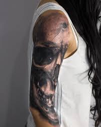 татуировка на плече у девушки череп фото рисунки эскизы