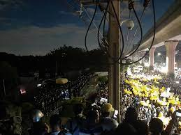 ประมวล #29พฤศจิกาไปราบ11 : ขบวนเป็ดถึงราบ 11 ย้ำ  'กษัตริย์ไม่จำเป็นต้องมีกองกำลังส่วนตัว' | ประชาไท Prachatai.com