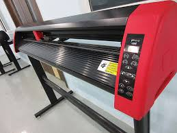 china easy operation vinyl cutting plotter with diy sticker and wall decals supplier