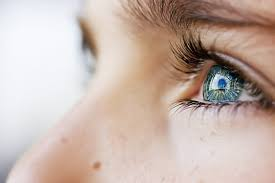 How to Treat a Swollen Eyelid | LIVESTRONG.COM