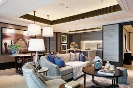 Area living, dining, pantry, powder room, dua kamar utama, dapur basah dan  service area, semuanya diakomodir dalam apartemen seluas 113m2.