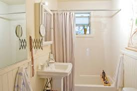 old bathtubs aren t impossible to clean you re just not doing it right apartment therapy