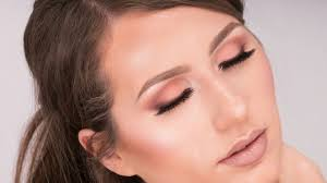in today s makeup tutorial i m going to show you how to achieve this soft mauve smokey eye look it s a must have shade for the season and it wears very