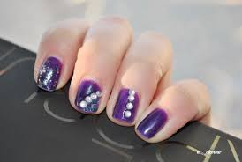 Nails with gems ~ Beautify themselves with sweet nails