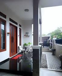 Model rumahnya pun sederhana dengan atap berbentuk limas, teras dengan. Contoh Teras Rumah Sederhana Tapi Mewah Content