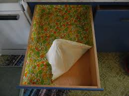 Kitchen Cabinet Shelf Paper Diy Replacing Contact Paper In Kitchen Cabinets