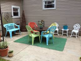 painting patio furnitureBring new life to old plastic patio furniture with spray paint for