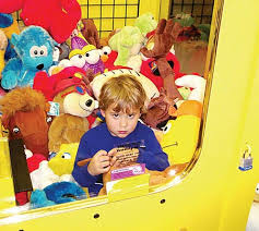 Kid Stuck In Vending Machine Inspiration Another Kid Gets Stuck In A Claw Machine Geekologie