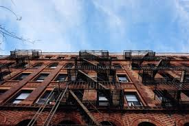 what s the difference between a condo and a co op in new york city