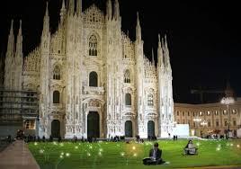 Esterni Casa Dei Designer : Milano alla luce dei led casa u design