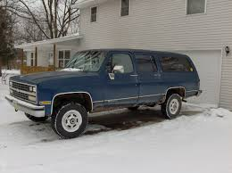 1990 Chevrolet Suburban Specs and Photos | StrongAuto