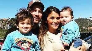 رسمياً .. ميسي أبٌ لثلاثة أطفال