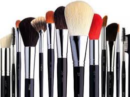 clean makeup brushes using dish soap and a drop of olive oil it will keep