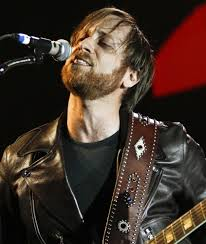 The Black Keys - the-black-keys-performing-live-02