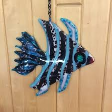 fused glass fish cue