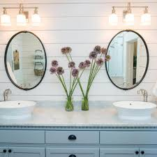 shiplap with round décor