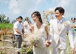 Weeding Photo You Missed It Priscilla Wong Edwin Siu Hold Intimate
