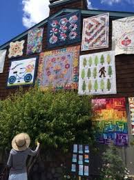 Sisters, Oregon Outdoor Quilt Show 2016 – Man Sewing & There are no words to describe the Outdoor Quilt Show in Sisters, Oregon  each year. There are so many amazing artists and one of a kind quilts  wherever you ... Adamdwight.com