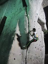 rock climbing wall at goregaon on artificial rock climbing wall in mumbai with vertical limit arun samant climbing wall let s be outdoorsy