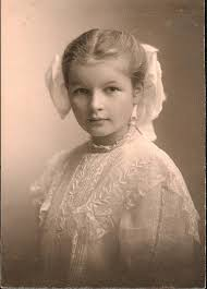 MABEL RHODES b Jan 18, 1901 Victoria BC Canada m FRANCIS MIDDLETON STERRY.  Her two children went … | Vintage children photos, Vintage portraits,  Vintage photographs
