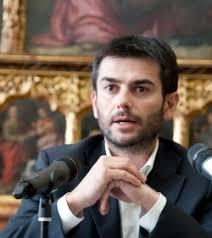 Cinque versioni diverse del verbale con la nomina di Marcella Crivellenti a sovrintendente del Teatro Lirico, l'ultima elaborata pochi giorni fa, ... - image