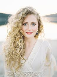 Hairstyle For Curly 33 modern curly hairstyles that will slay on your wedding day a 2857 by stevesalt.us