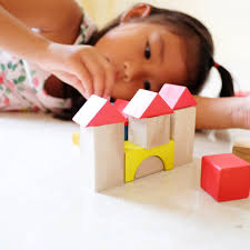 pediatricians suggest gifting your kids with bo and blocks instead of high tech toys