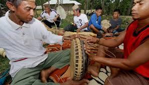 Selain alat musik tradisional, indonesia juga terkenal akan rumah adat dan tarian daerahnya. 5 Alat Musik Tradisional Gorontalo Yang Khas Dan Unik