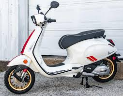 2021 Vespa Sprint 150 Racing Sixties Bianco for sale in Colleyville, TX.  Moxie Scooters Colleyville, TX (817) 788-5333