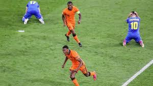 Nach einem freistoß landet der ball perfekt auf dem kopf von. Spielbericht Niederlande Ukraine 13 06 2021