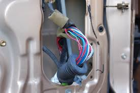 wiring harness madness window regulator toyota 4runner i found another wire in the harness about to let go as well i ll clean them up and repair them tomorrow hope this helps others out there when it comes to
