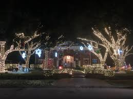 The Best River Oaks Christmas Light Displays This Year