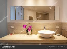 Modernes Bad Mit Marmor Und Holz Beendet Elegantes Badezimmer