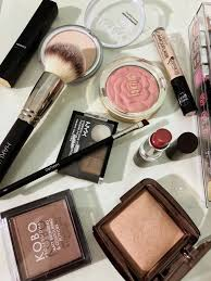 i am working over a week and i already created a morning routine when it es to my skincare and makeup if you want to read about my thoughts and feelings