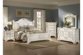 American Woodcrafters Heirloom Collection Poster Bedroom Set in Antique White 2910