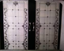 بالصور.. الرسم على الزجاج يُغير شكل واجهات المنازل - اليوم السابع