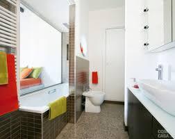 Bagno lungo e stretto con doccia: come arredare un bagno stretto e
