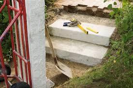 Hier finden sie alle hölzer, die sie für ihr projekt benötigen.beispiele finden sie hier warum viel geld für eine stahlkonstruktion oder maßangefertigte holztreppe ausgeben ? Gartentreppe Bauen So Geht S Selbermachen De