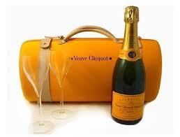 veuve clic chagne travel case gles gift set bnwt new 1618653391