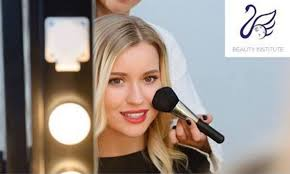 how makeup artist training can help you