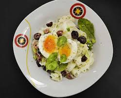 Breakfast spinach egg white omelet. What Is Boiled Egg Diet And How Does It Help In Weight Loss